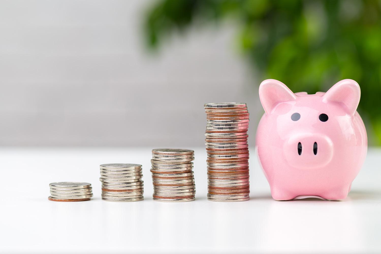 お金と貯金箱